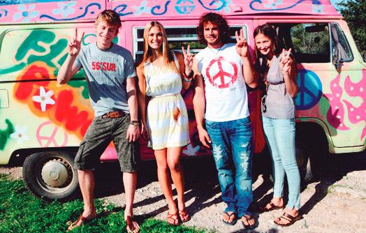 """""""Onda"""" de los sesentas. Al igual que aquí, la era de los """"hippies"""" .Con su lema """"amor y paz""""."""