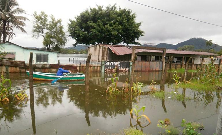 Un muerto y damnificados por inundaciones en Guatemala