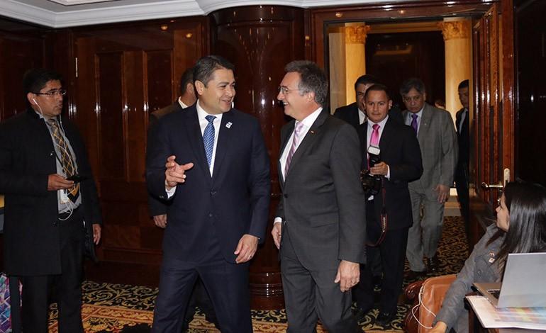 Juan Orlando Hernández se reunió con altos funcionarios y empresarios de Alemania.