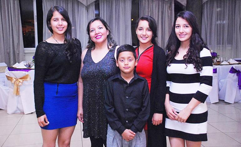 Naomi e Isis Rivera, Xavi Ramírez, Jesse López, Ashley Ramírez.