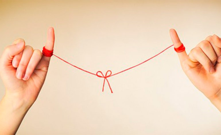 ¿Tú crees que estamos atados al amor de nuestra vida por un hilo rojo?. Alguna Vez lo jugaste