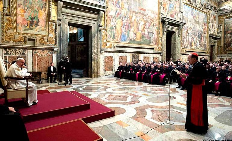 Vaticano juzgará a cinco personas por filtración y publicación de documentos