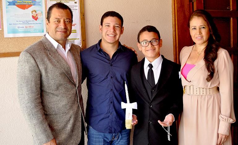 Diego Velásquez recibe Primera Comunión