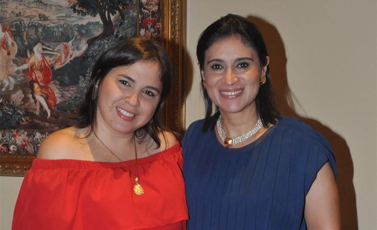 Lynda Marín y Anny Valladares.
