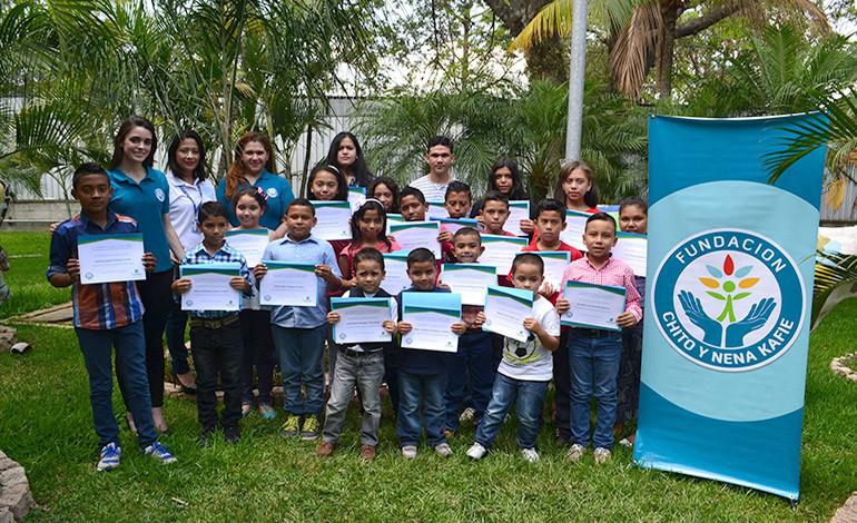 Fundación Chito y Nena Kafie entregó 120 becas educativas