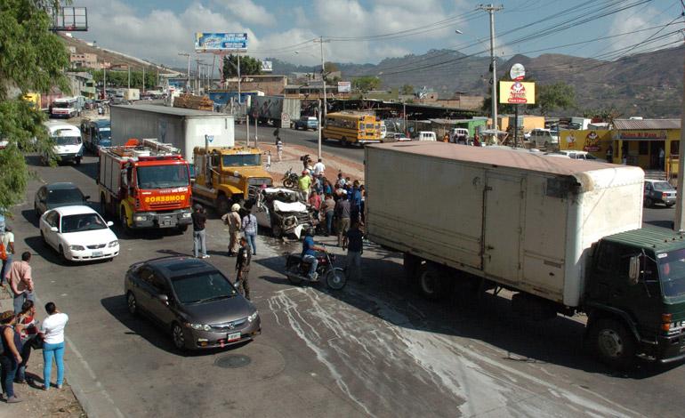 Otro aparatoso accidente dejó víctimas mortales y heridos en la carretera al norte del país.