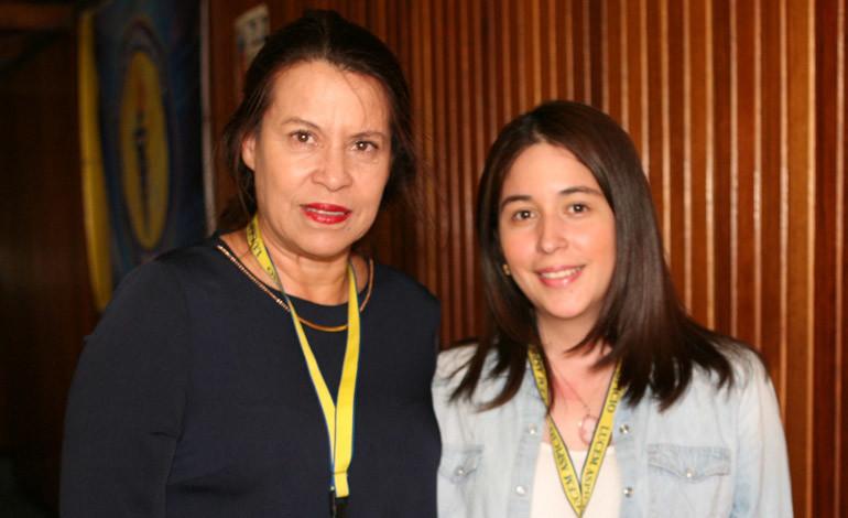 Ana Lourdes Cardona y Keren Salavarria.