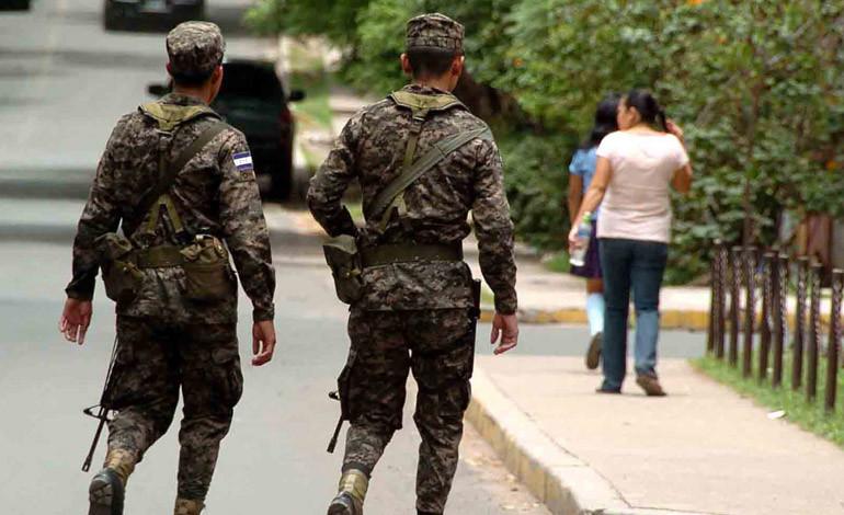 Decenas de denuncias contra policías y militares