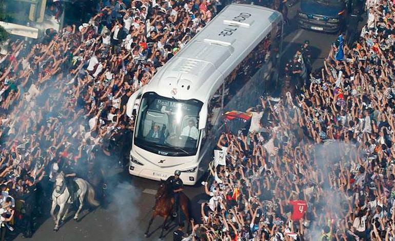 El increíble recibimiento a los jugadores de Real Madrid (Video)