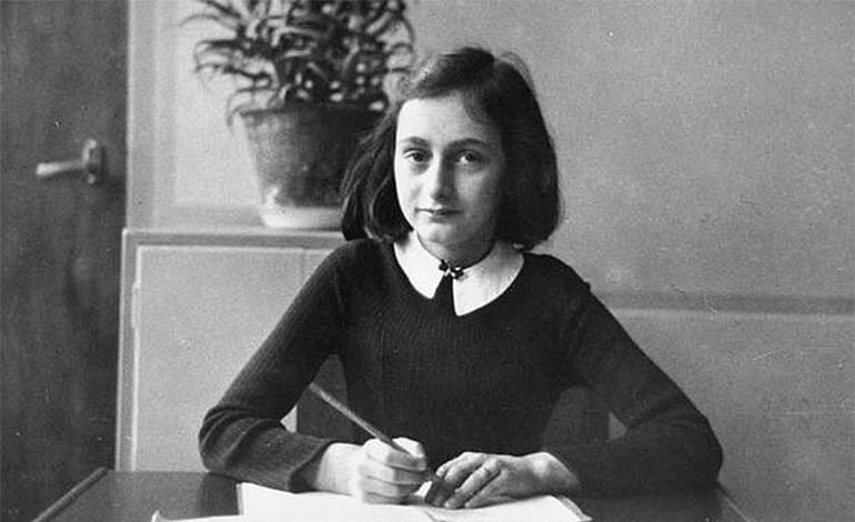 Un libro con la firma de Ana Frank subastado en 62.500 dólares en Nueva York