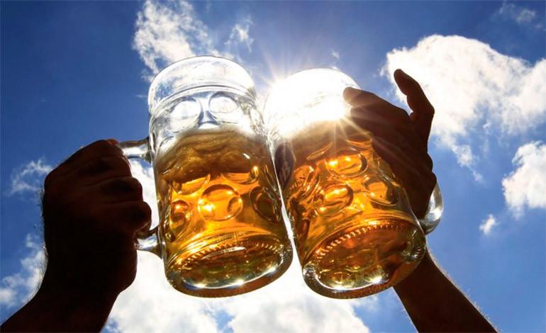 La cerveza, ¿una aliada para reducir los kilos de más?