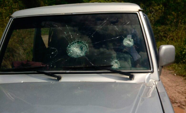 Diputado de Libre denuncia que turba lo atacó a pedradas