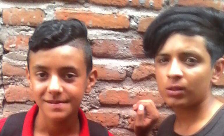 Minutos antes de ser asesinados, los dos amigos se tomaron una fotografía, la cual sería enviada a sus familiares como prueba de que los tenían raptados.
