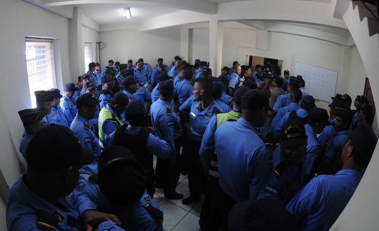 En 38 días depuradores sacaron 68 altos oficiales