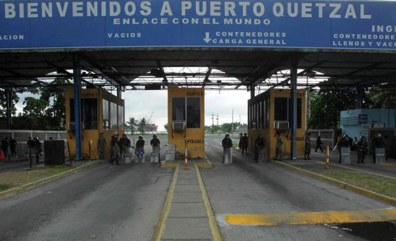 Gobierno de Guatemala pide analizar contratos de portuaria tras escándalo
