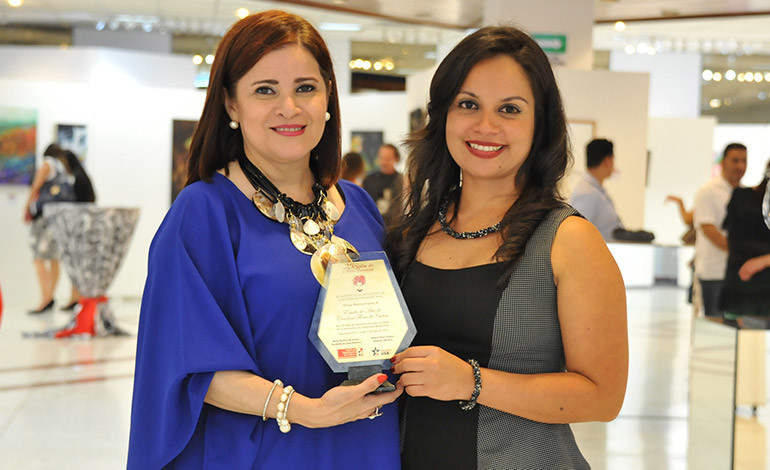 Carolina Carías y Esther Ayala.