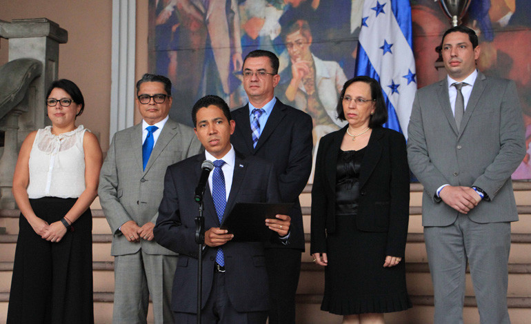 Seis nuevos funcionarios juramentados por  Gobierno de Honduras