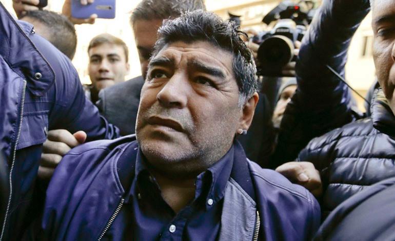 Maradona se ofrece a dirigir gratis a la selección de Argentina