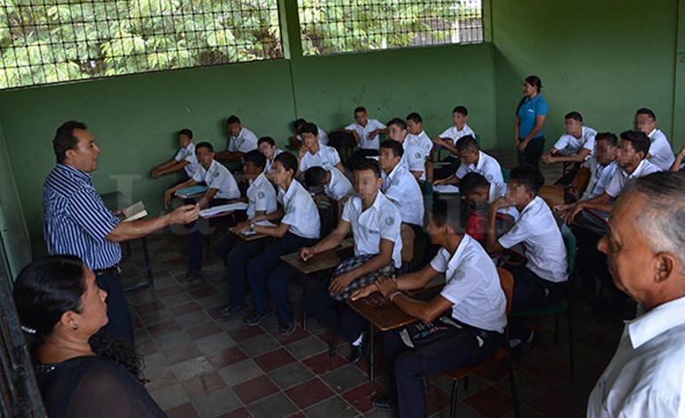 Educación evaluará a más de 5,000 docentes