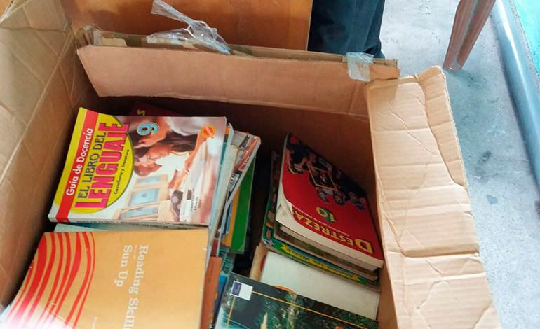 Mujeres 'Monarcas' donan libros