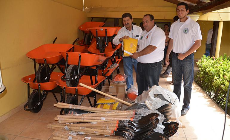 Grupo Terra dona 13 mil libras de granos básicos a damnificados