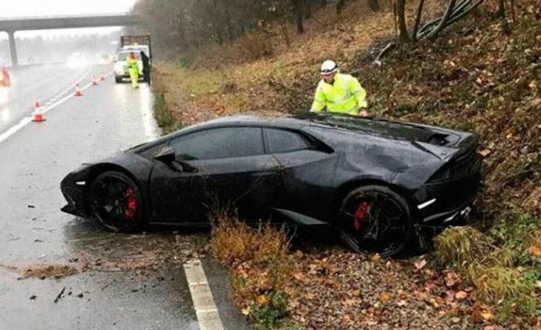 La reacción de un jugador del Leicester City después de chocar su Lamborghini
