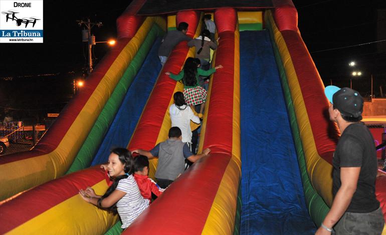 Para los niños hay varios juegos de diversión.
