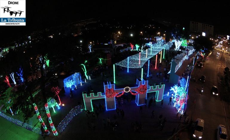 El alcalde capitalino inauguró la Villa y a la vez invitó a los capitalinos a que se diviertan.