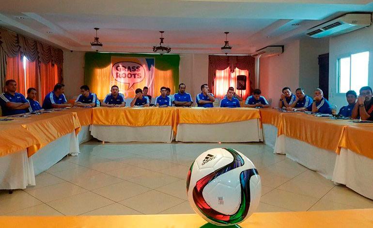 Instructor de FIFA ofrece curso a entrenadores hondureños