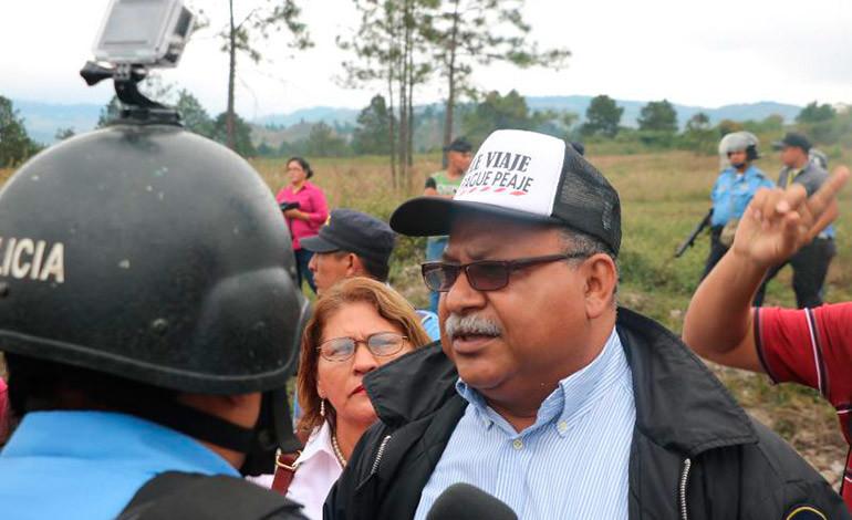 """""""Melonistas"""" protestan en las casetas de peaje"""