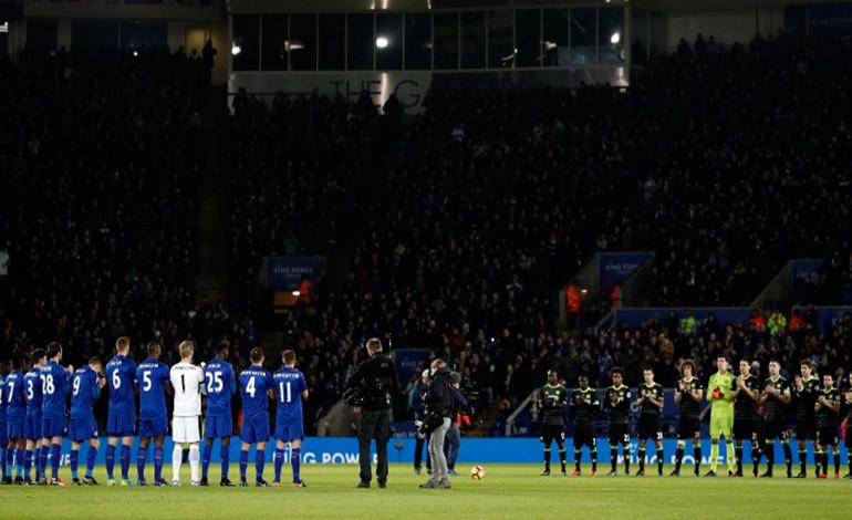 """El fútbol inglés rinde tributo a la """"leyenda"""" Graham Taylor"""