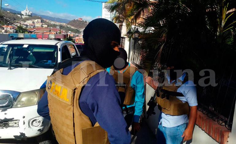 Persecución policial deja un delincuente herido y dos detenidos