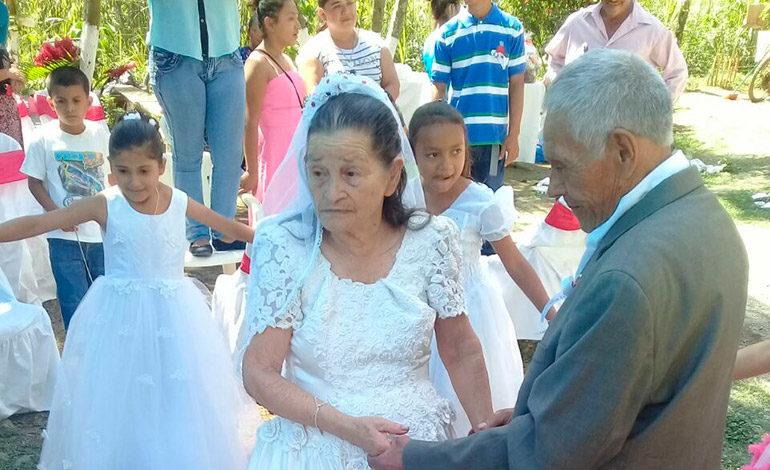 'Viejitos' se juran amor eterno en Día de San Valentín