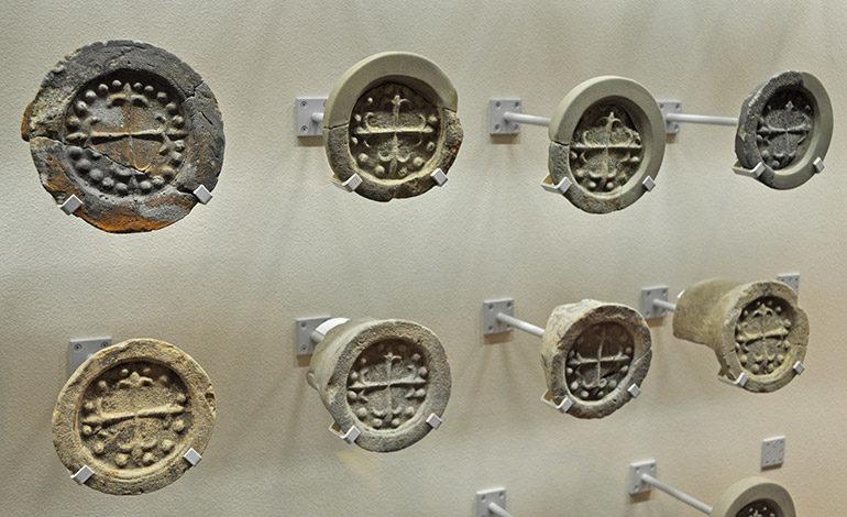 Imagen de cruces de piedras del Museo de la Iglesia Santo Domingo en la ciudad de Nagasaki. Autor: Yoko Kaneko