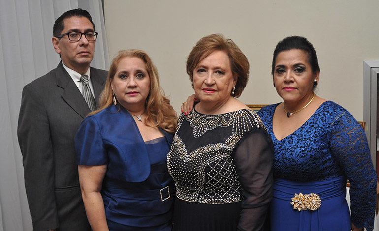 Irma de Bueso festeja sus 80 años con familiares y amigos