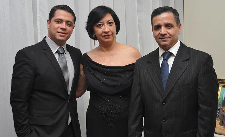 Christopher Vindel, Roxana Morales, Modesto Vindel.