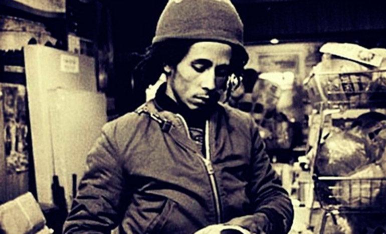 Tras un multitudinario último adiós, Bob Marley fue enterrado con su guitarra, una planta de marihuana y… una pelota de fútbol.