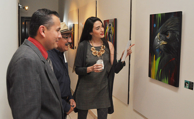 """""""Mundo, Color y Vida"""" fue apreciado por amantes de la plástica que se dieron cita en la residencia de embajada de Argentina."""