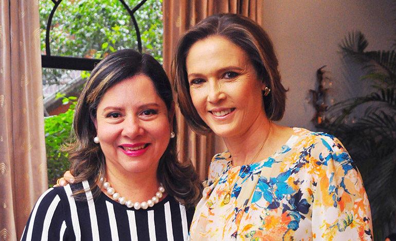 Dinora de Villeda y Ericka de Méndez.