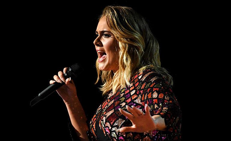 Arrancan los Grammys con 'Hello' de Adele