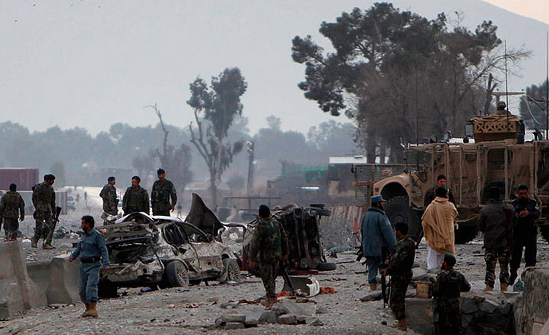 Ataque suicida deja por lo menos 12 muertos en Afganistán