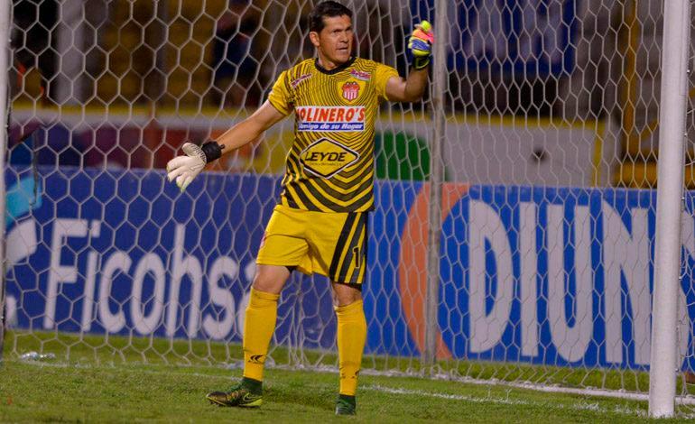 Portero más goleado del campeonato reemplaza a Donis Escober en la selección de Honduras