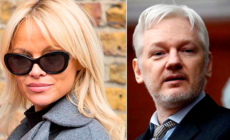 Pamela Anderson habla sobre su romance con Julian Assange