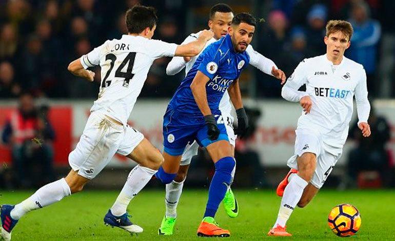 Swansea deja al Leicester a un punto del descenso