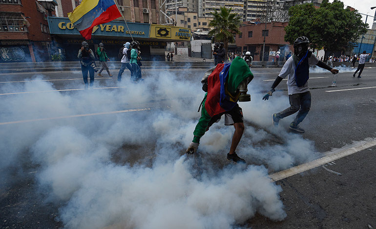 Estallan disturbios en megamarcha opositora en Venezuela