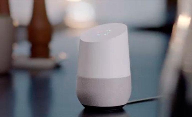 Google Home ya permite vincular múltiples cuentas de usuario por dispositivo