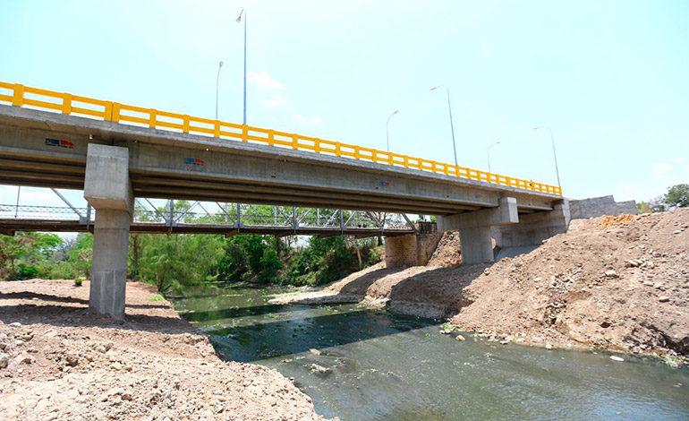 Presidente Hernández inaugura puente sobre río Humuya en Comayagua