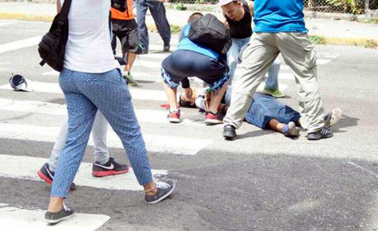Venezuela: Un manifestante opositor herido en estado crítico