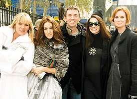 (From left) Kim Cattral (Samantha), Jessica Parker (Carrie), Michael Patrick King, Kristin Davis (Charlotte), Cynthia Nixon (Miranda). Photo by Craig Blankenhorn Courtesy of Newline Cinema