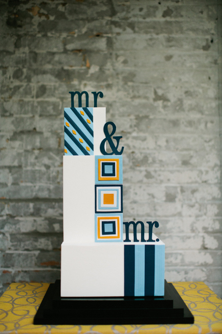 Custom wedding cake by Gateaux, Inc. Photo by Photogen Inc.
